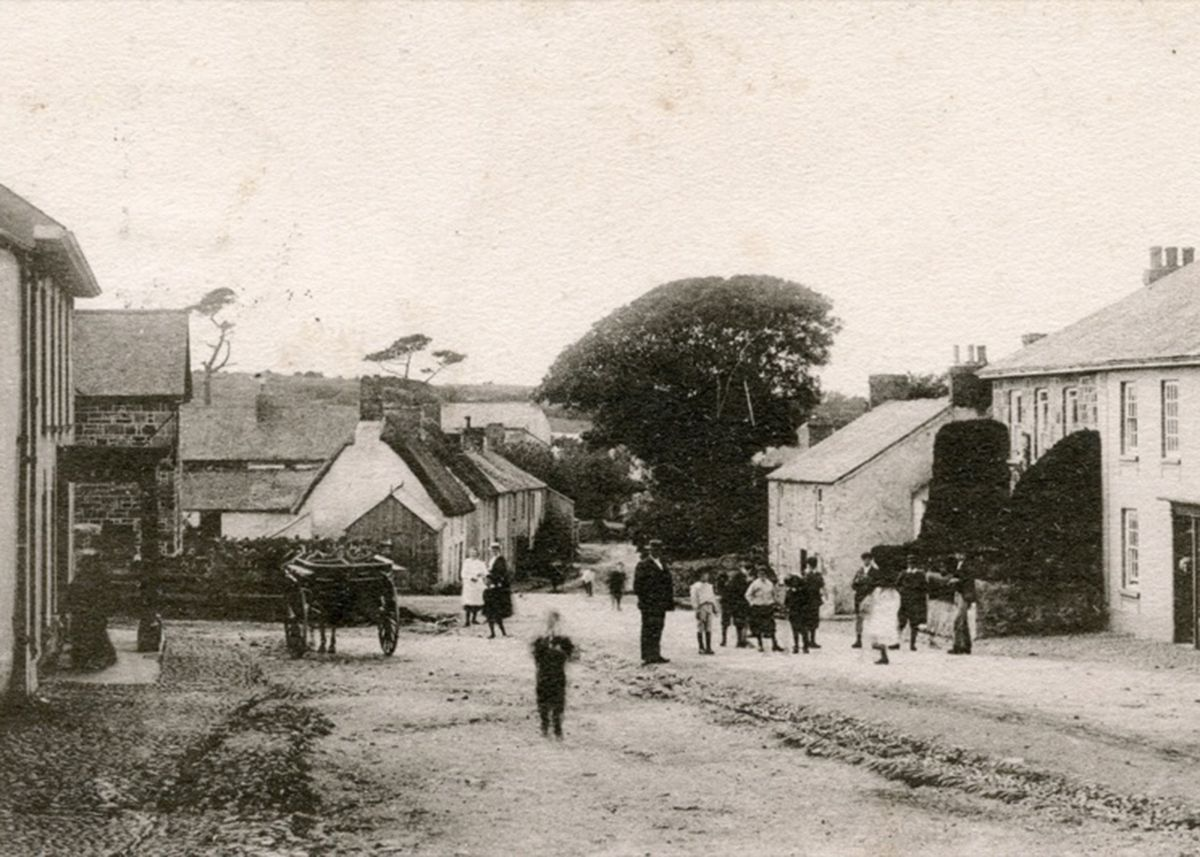 Goldsithney Fore Street in 1904, showing the Trevelyan Arms