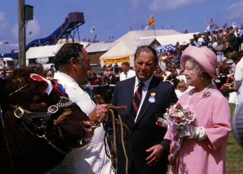 Queen Mother with a champion bull at Royal Cornwall Show in 1985