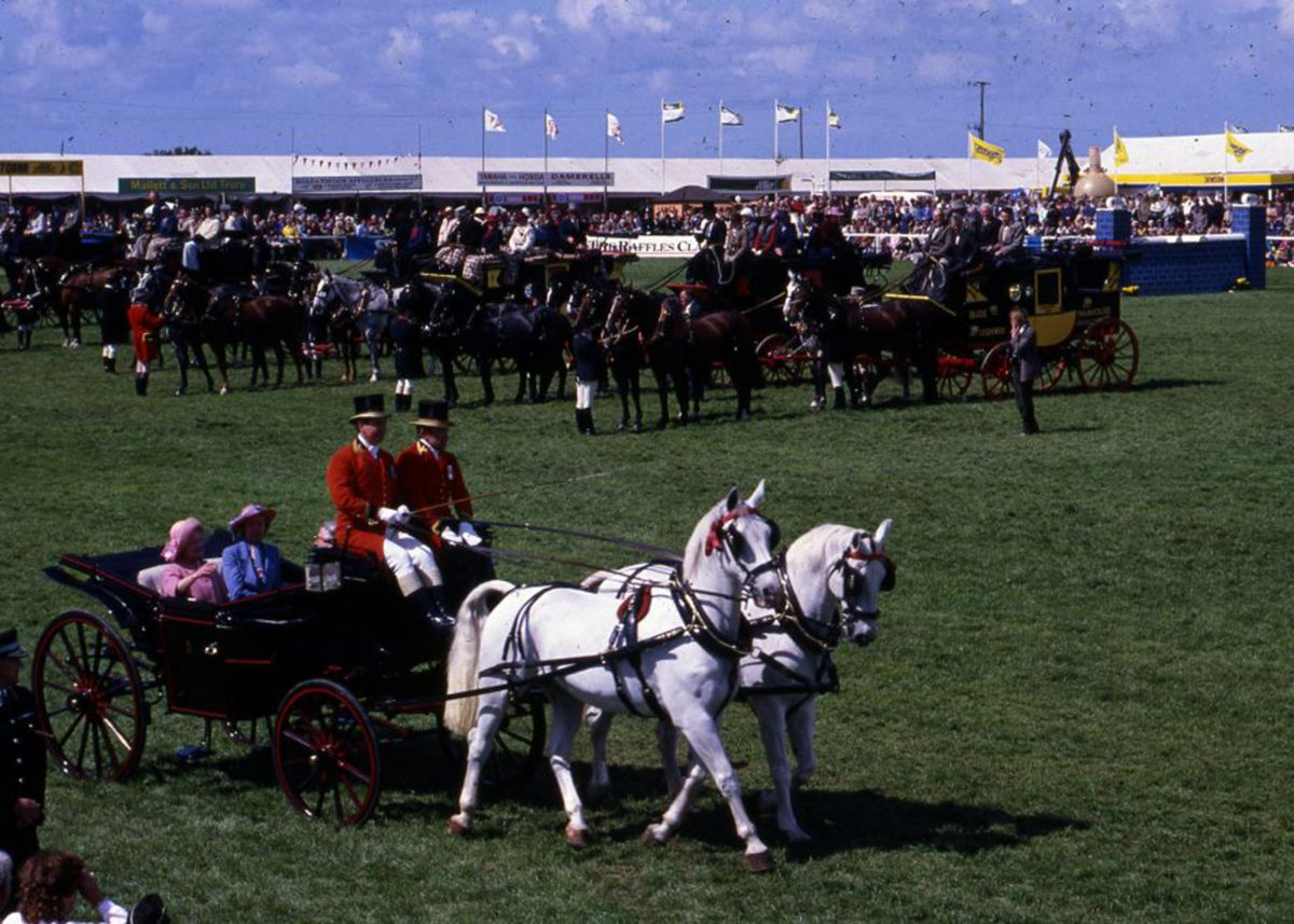 ]Queen Mother in a carriage at Royal Cornwall Show 1985