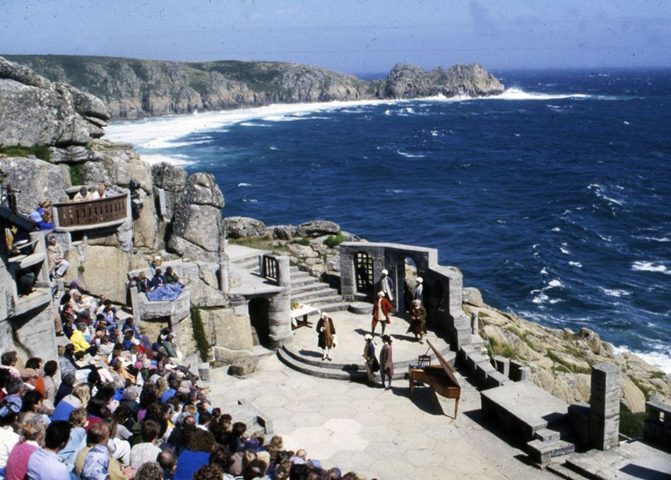 A performance at the Minack Theatre in the 1980s, with Rowena Cade seated