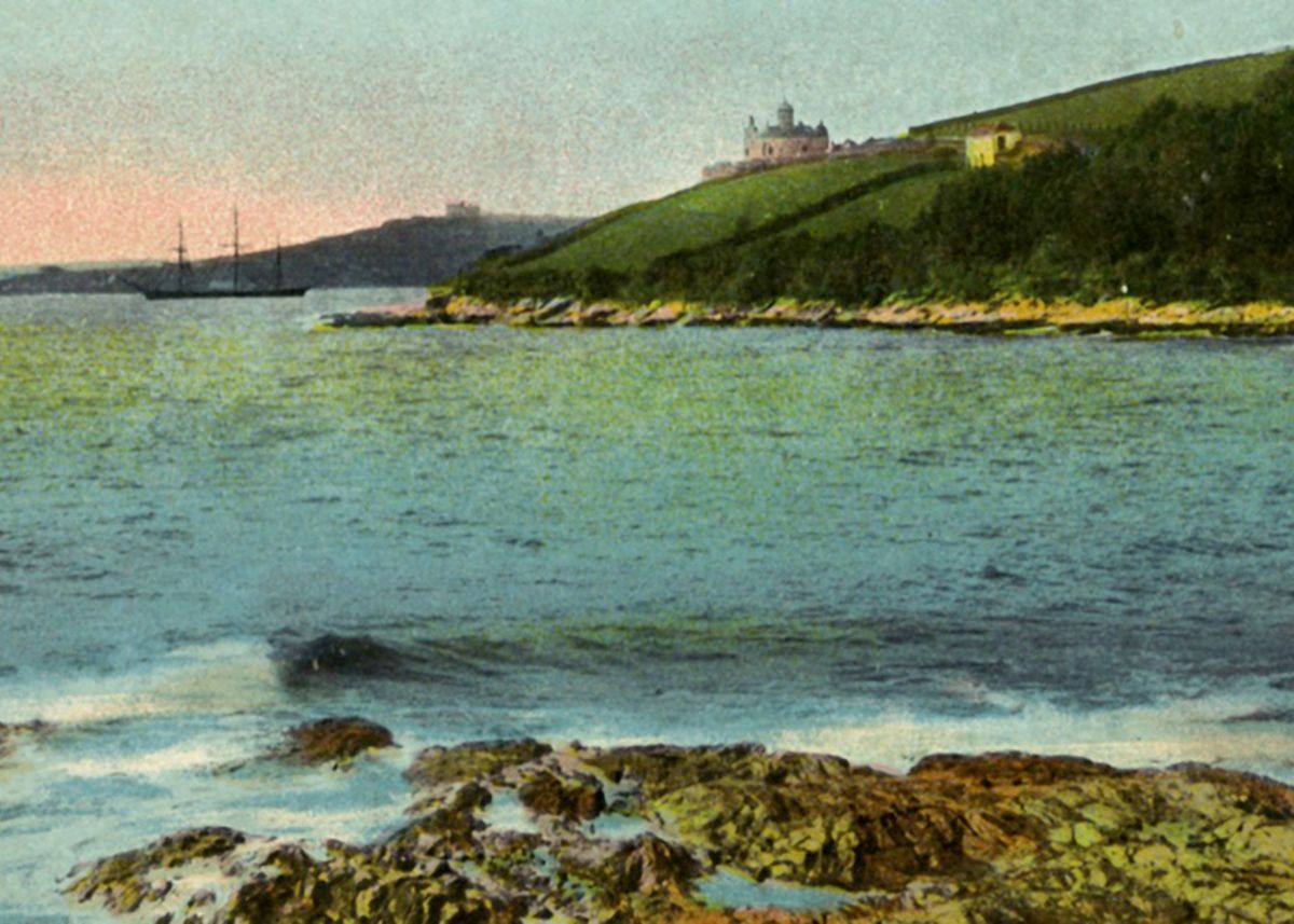 1900s postcard of Pendennis and St Mawes castles